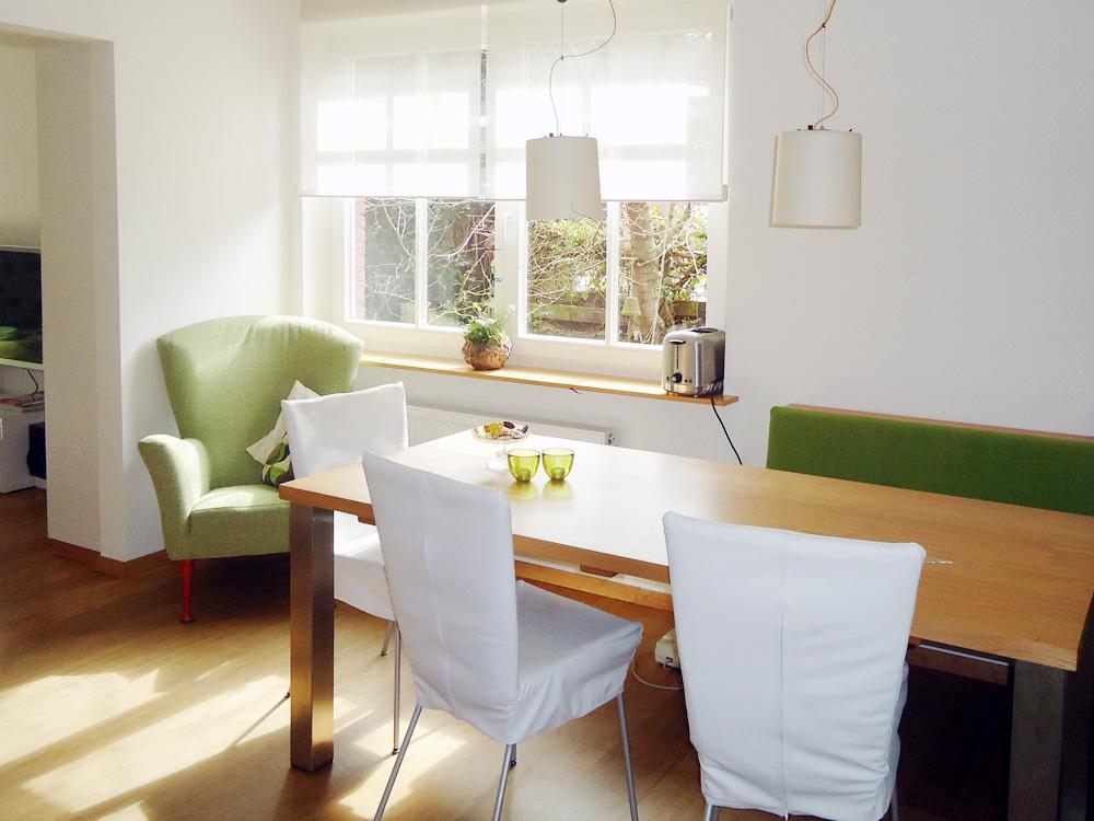 Raumidee - Farbiger Sessel im Raum