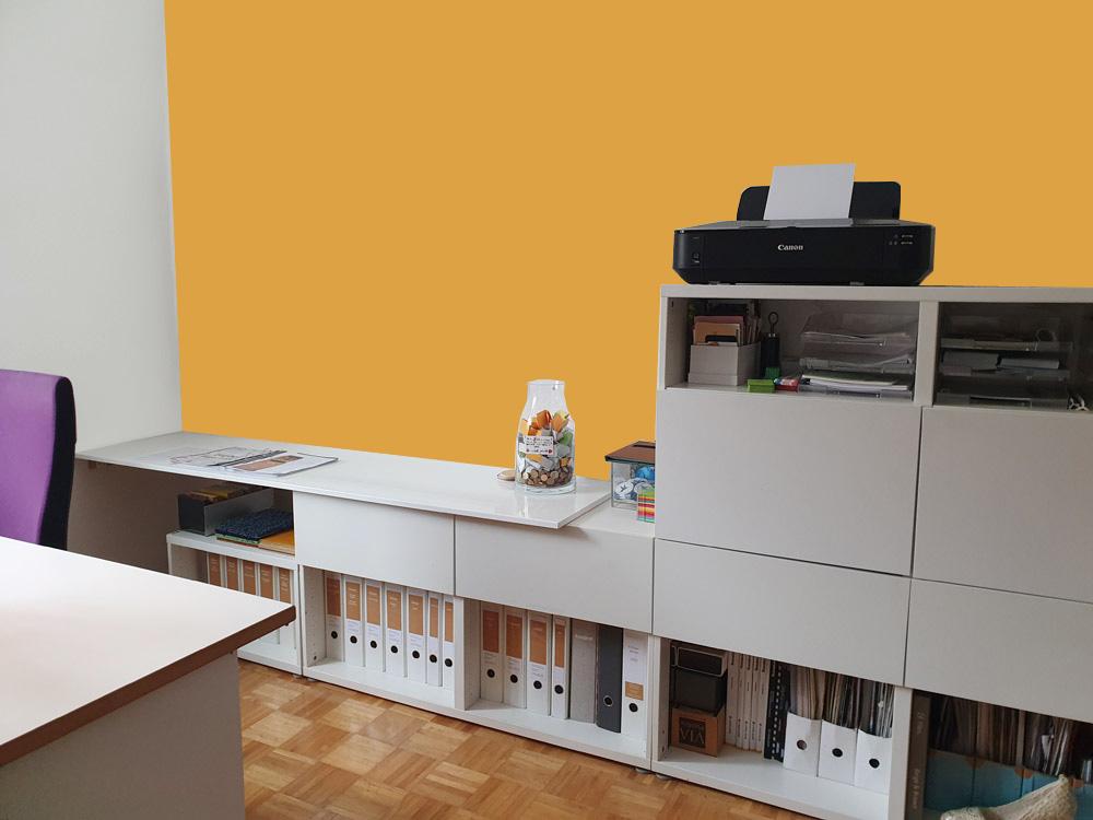 Warme Farbe im Arbeitszimmer wirkt wohnlich